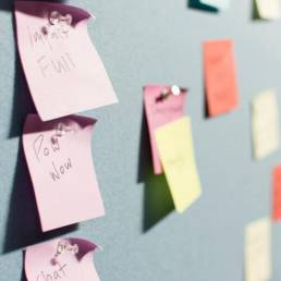 Colorful post-its pinned and sticked to the grey wall